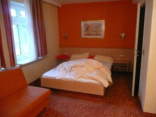 Hotel Adria Munchen: Bed