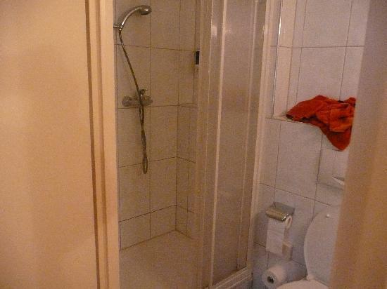 Hotel Adria Munchen: Bathroom