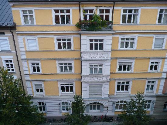 Hotel Adria Munchen: Outside Adria Hotel