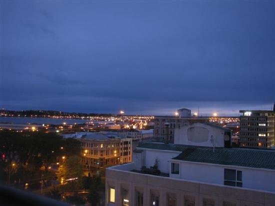 Scenic Hotel Dunedin City: Night view from our hotel