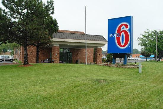 Motel 6 Waukegan