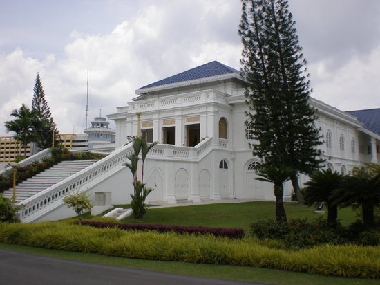 Grand Palace Park (Istana Besar): Istana lama side view