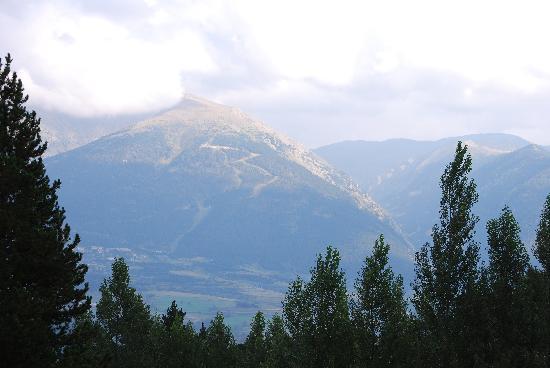 Huttopia Font-Romeu : vue de la canadienne