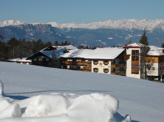 Hotel Restaurant Peter : vista dell'hotel dalla pista da sci