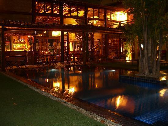 Refugio da Vila: Piscina a noite