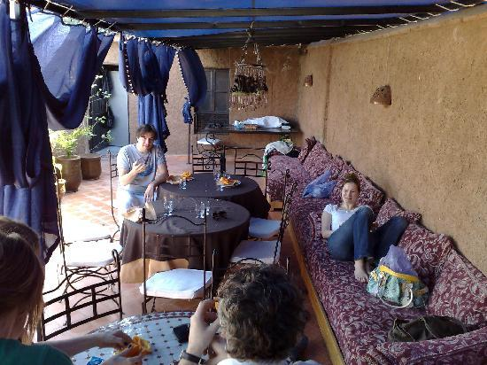 Hotel Tizgui: hier kann man sonnenbaden und relaxen, aber auch im Schatten verweilen