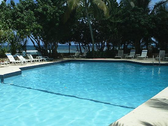 The Palms at Pelican Cove: Oceanside Freshwater Pool
