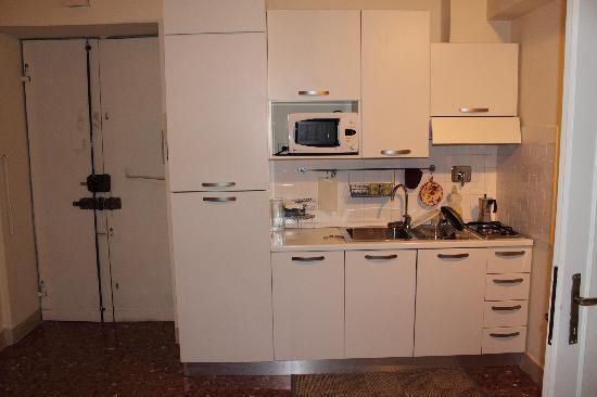 Cocina apartamento.: fotografía de WRH Suites, Roma - TripAdvisor