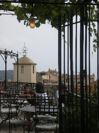 L'Ecurie du Castellas : les toits de Ramatuelle