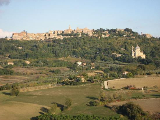 Agriturismo Villa Mazzi: Another View of Montepulciano close up