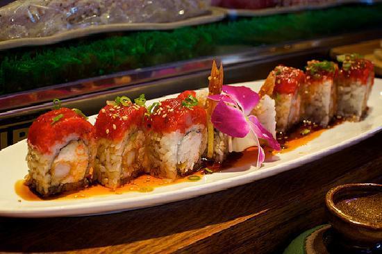 Yanagi Sushi & Grill: Spicy tuna topping a California/Shrimp tempura roll.  Yanagi, Pismo Beach, CA.