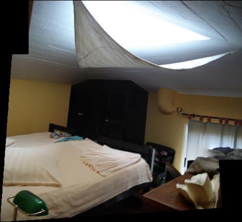 Inn & Art Cottage: bedroom room 1