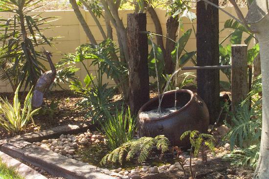 3 Palms Luxury Cottage: Water feature