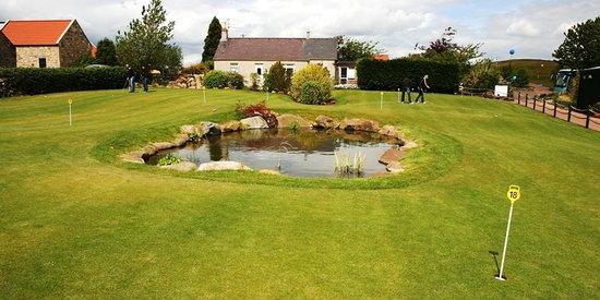 Kingsfield Golf Centre: Ochils Putting Green