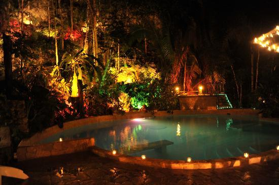 Jaguar Paw: Pool and Jacuzzi at night