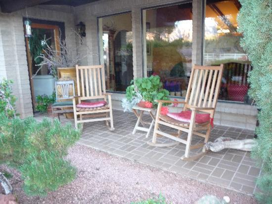 Grace's Secret Garden B&B: Part of her front patio