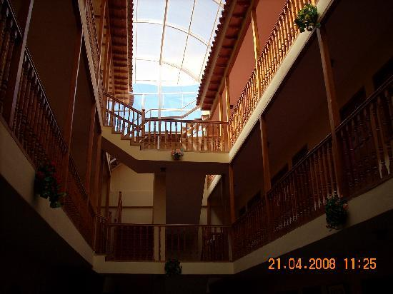 Cusco Plaza Nazarenas: the view up from the inner courtyard