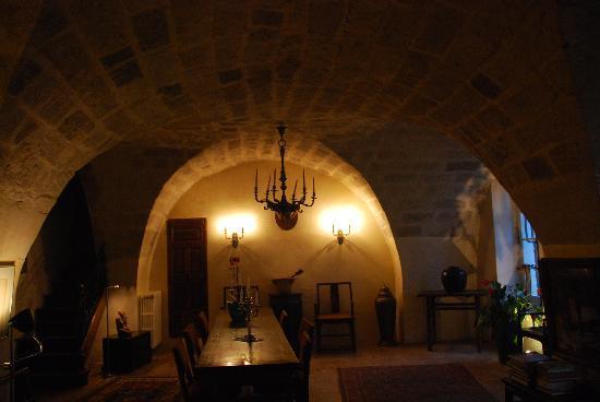 Château Beaupré Deleuze : warm, cosy living room