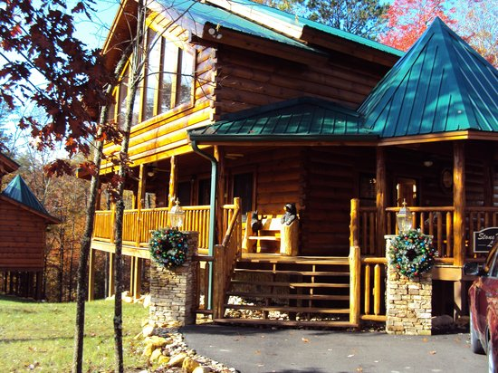 Smoky Cove Chalet and Cabin Rentals: the stone haven lodge