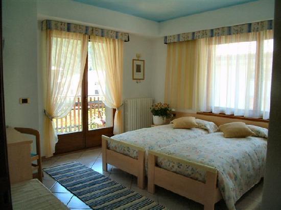 Grosio, Italia: Villa Verde - camera viole