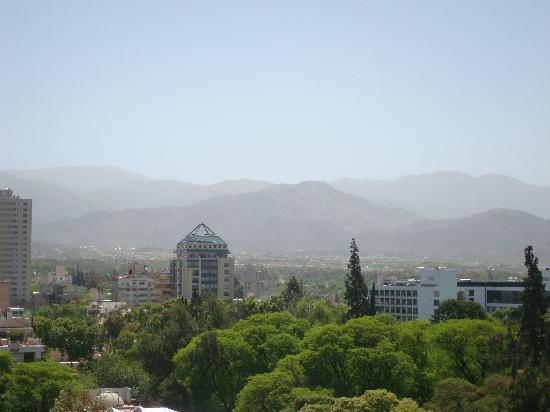 Premium Tower Suites Mendoza: Vista de la ciudad desde la habitación