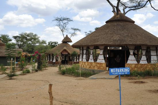 Turmi, Etiopia: Open Air Restaurant Has Western Food and Good Wine