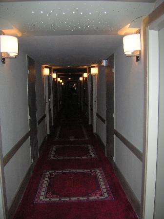 Club Med La Plagne 2100 : Corredor do hotel
