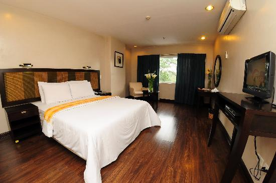 Baguio Burnham Suites Hotel : with or without aircon, rooms are cool and comfy...