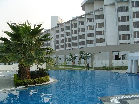Ramada Plaza JHV Varanasi : pool