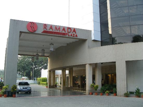 Ramada Plaza JHV Varanasi: entrance