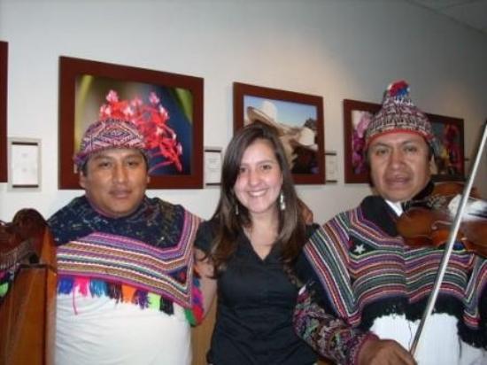 Lima, Peru: Trajes  y bailes tipicos peruanos