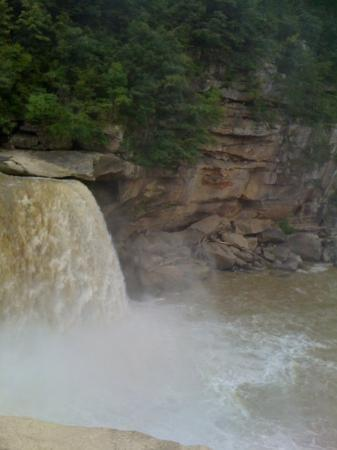 East Bernstadt, KY: Another view of the Falls (aka Niagara of the South) Feeling the mist in your face is wonderful