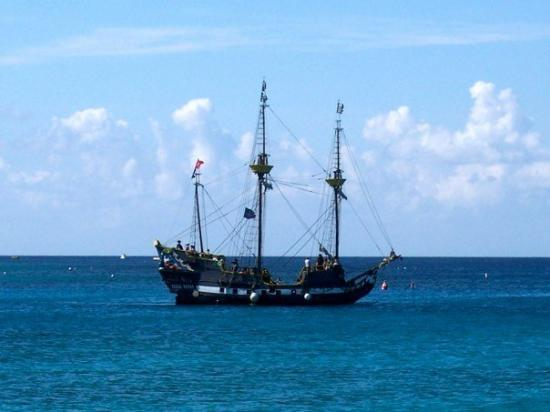 George Town, Grand Cayman: Pirate ship in Grand Cayman