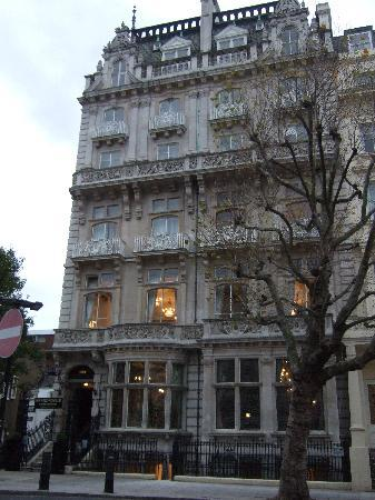 Grand Royale London Hyde Park: Facade of the hotel
