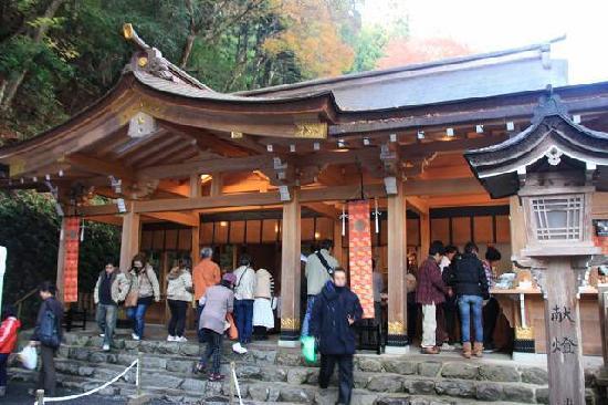 神社正面の写真です。ライトアップ時期 - Picture of Kifune Shrine, Kyoto - TripAdvisor
