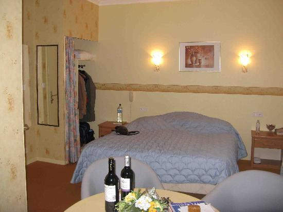 Hostellerie Saint Louis: Flandres Room