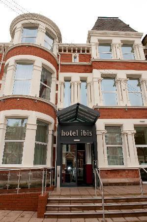 Ibis Belfast Queens Quarter: Front Entrance