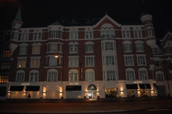 Avenue Hotel Copenhagen: Hotel at night