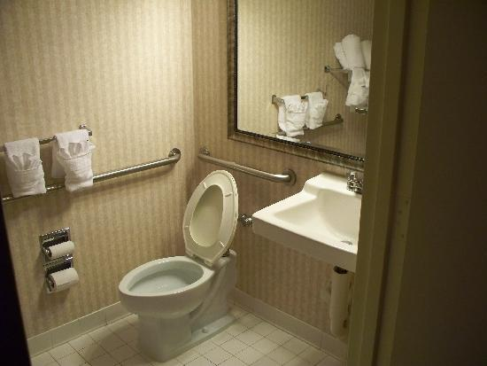 Quality Inn & Suites : Room 505 bathroom