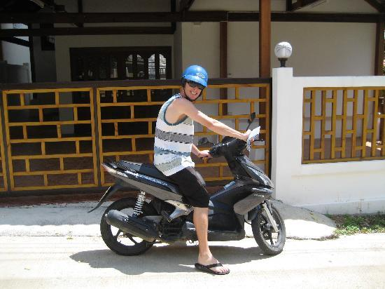 Samui Reef View Resort: motorbike for rent