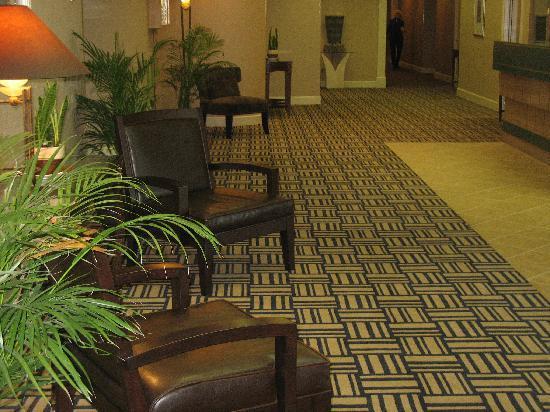 Howard Johnson Plaza Yakima/Near Convention Center: Lobby