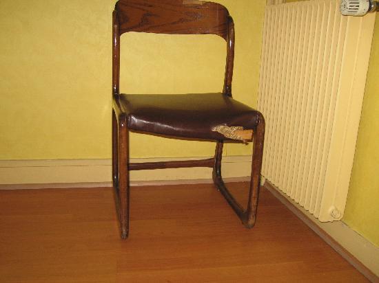 Hotel Central Paris: classic chair