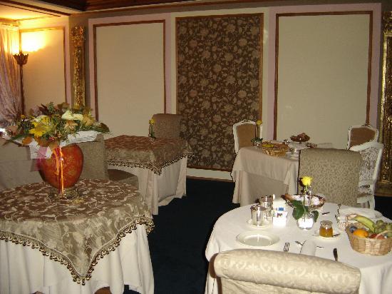 Villa Orso Grigio: sala ristorante in villa