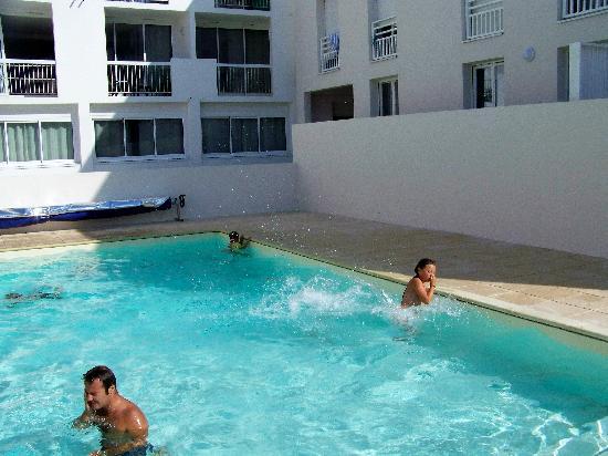 Résidence Les Jardins de L'Oyat: vue de la piscine extérieure