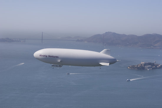 "Mountain View, Kalifornia: Zeppelin ""Eureka"" over San Francisco"