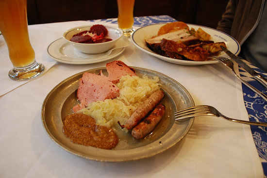 Zum Franziskaner: Duet of sausages at 10,40 euros