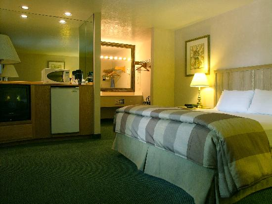 Inn at Rio Rancho & Event Center: 118 Spacious & Ultra-Clean Guest Rooms