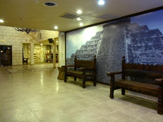 Inn at Rio Rancho & Event Center: Enjoy Our Mayan & Aztec Lobby theme