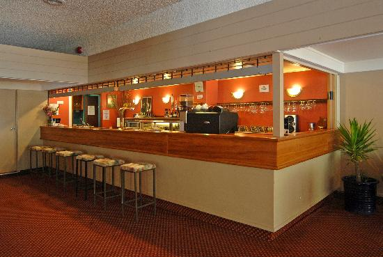 Angus Inn Hotel: House Bar