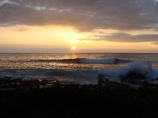 Kona Sugar Shack: Sunset across the street from the Sugar Shack (in November)